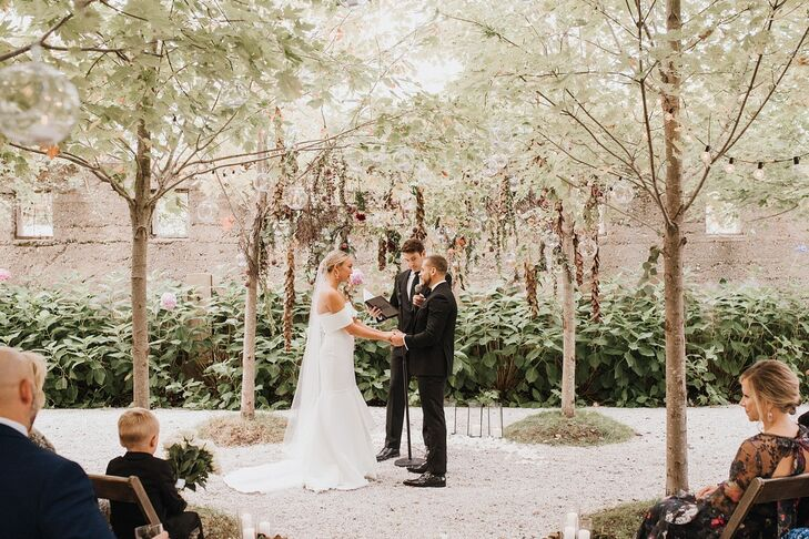 Sylvia Oppito and Christopher Oppito loved their wedding venue (Valley Rock Inn & Mountain Club), so they based their wedding aesthetic on the gardens