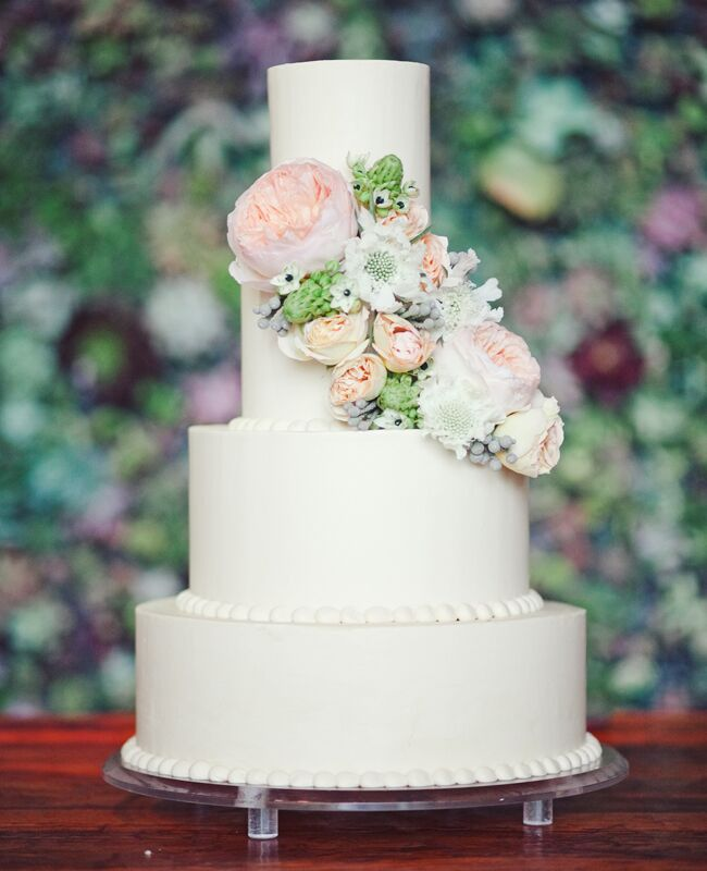Cascading Pastel Cake Flowers Photo The Nichols Photography Featured Knot Blog