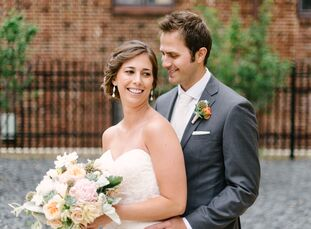 Jenny Gaynor (27 and a physical therapist) and Mark Ignatowski (29 and a journalist) were married in an elegantly understated we