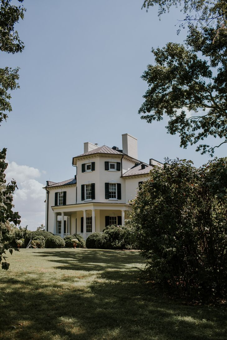 Picturesque Oatlands Historic House and Gardens