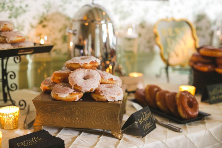 The couple offered guests a selection of doughnuts—a fitting touch for a city famous for its beignets—in addition to a cake.