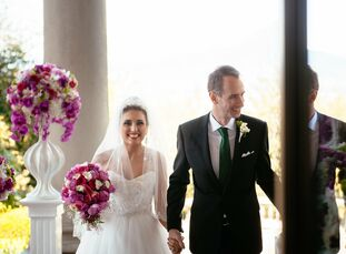 Matthew and Shabnam met one day by chance in their apartment complex and struck up a conversation, only a year later, after a romantic trip to Jamaica