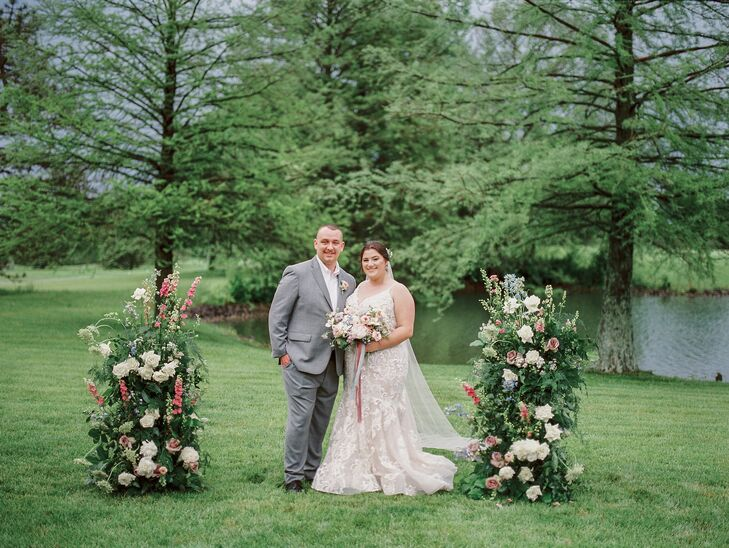 Outdoor Couple Portraits at Cincinnati, Ohio, Wedding