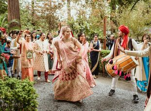 To celebrate the blending of two cultures and two families, Kathryn Uhl (31 and a manager at a global non-profit) and Saagar Kurani (31 and a musician