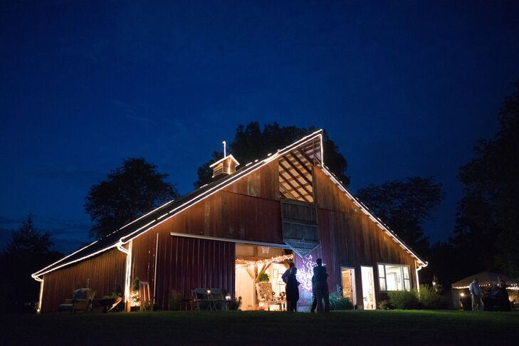 The 300-guest reception was hosted in a large white tent next to the farm's barn.
