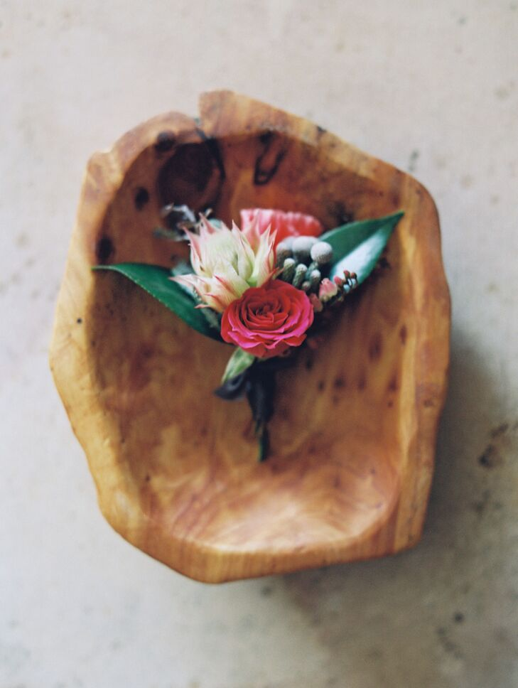 The groom's boutonniere matched the bridal bouquet in miniature.