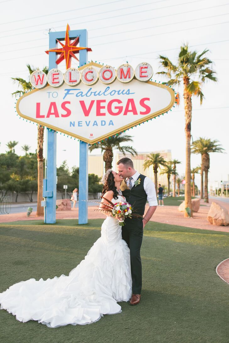 A strong mutual love for the 1950s combined with an Elvis Presley-inspired style resulted in this Las Vegas-themed destination wedding, which took pla