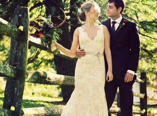 The Bride Lindsay Udo, 30, a freelance TV producer The Groom Chris Lehault, 33, an interactive art director The Date October 15  With an autumn weddin