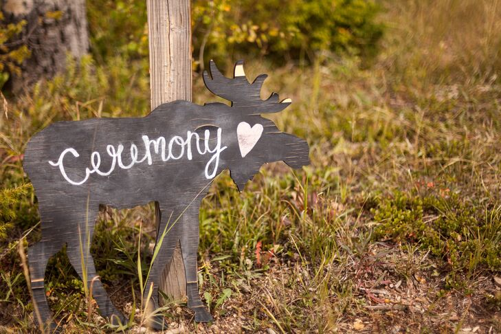 Jenn and Zach pointed the way to the ceremony with a chalkboard moose to match the shabby chic mountain wedding.