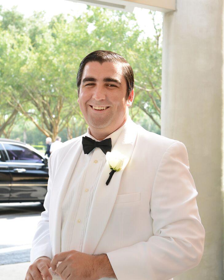 Jeff wore a white tuxedo jacket with a black bow tie.