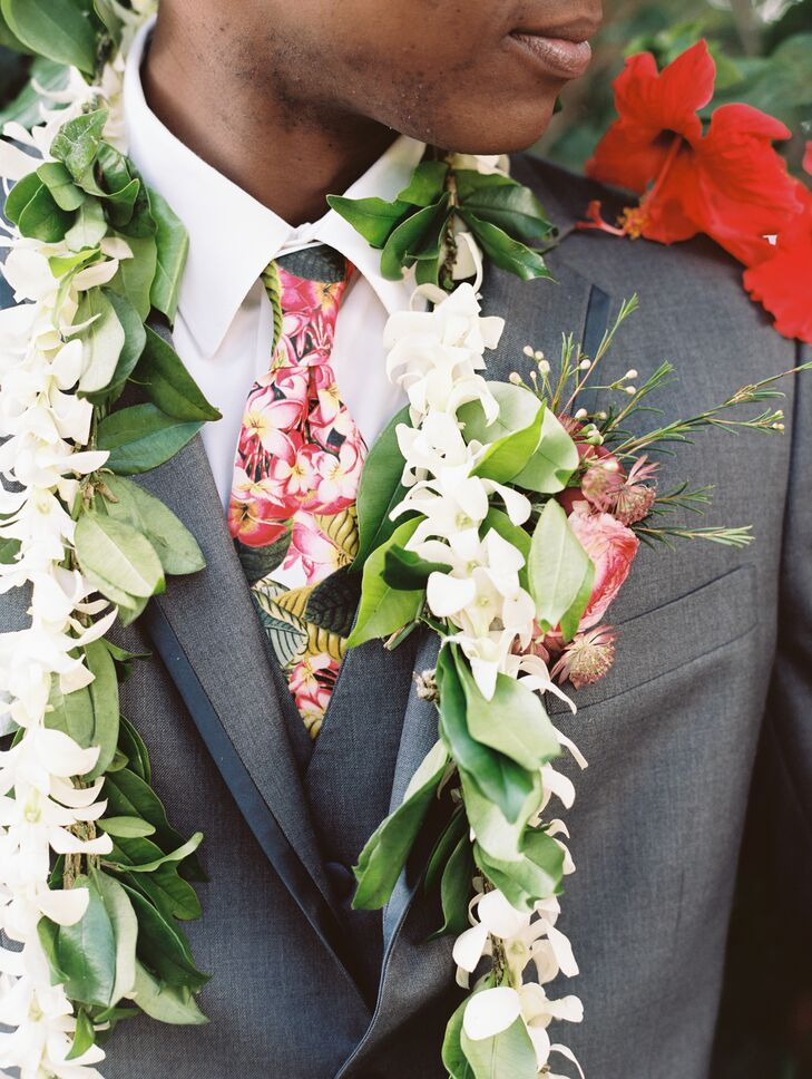 Star wore a traditional Hawaiian wedding leu made with fresh greenery, white orchids and jasmine. His colorful Hawaiian print tie was a perfect match for the event's playful, casual vibe.