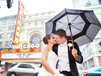 chicago theater wedding kiss in the rain