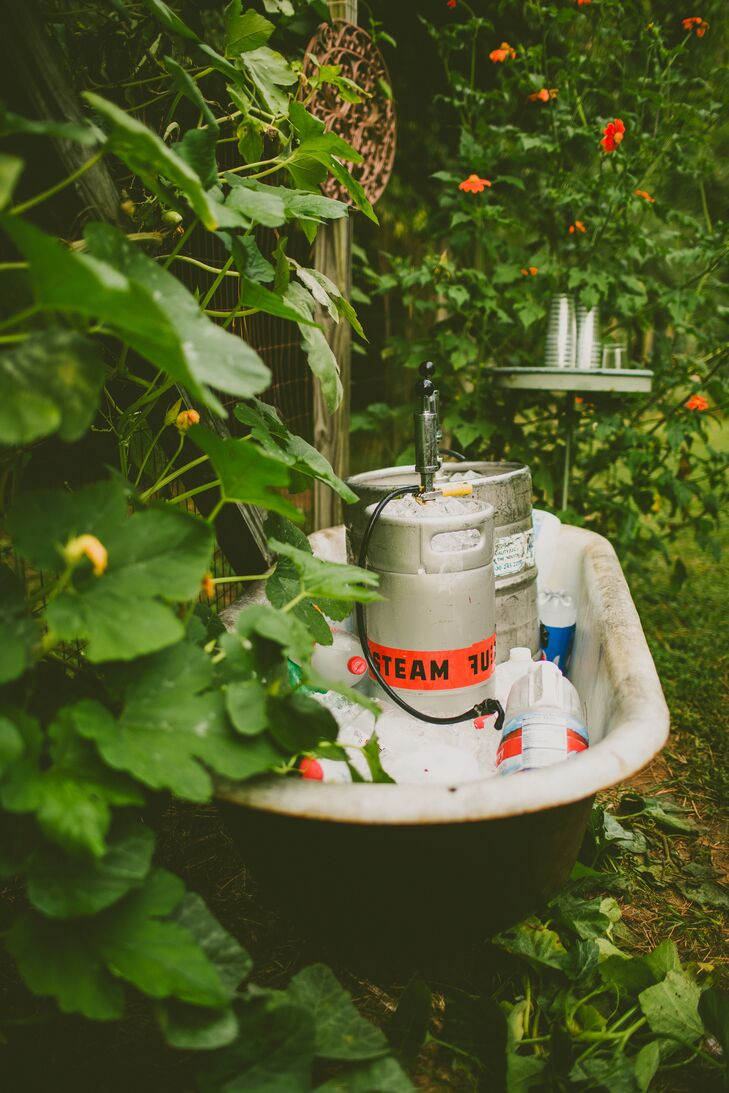 Beers from local breweries were placed in the garden in old bathtubs for the guests during cocktail hour. This unassuming presentation softly blended in instead of detracting from the natural garden aesthetic. Guests had a Moscow Mule or Tom Collins, Erin and Jessica's signature drinks.