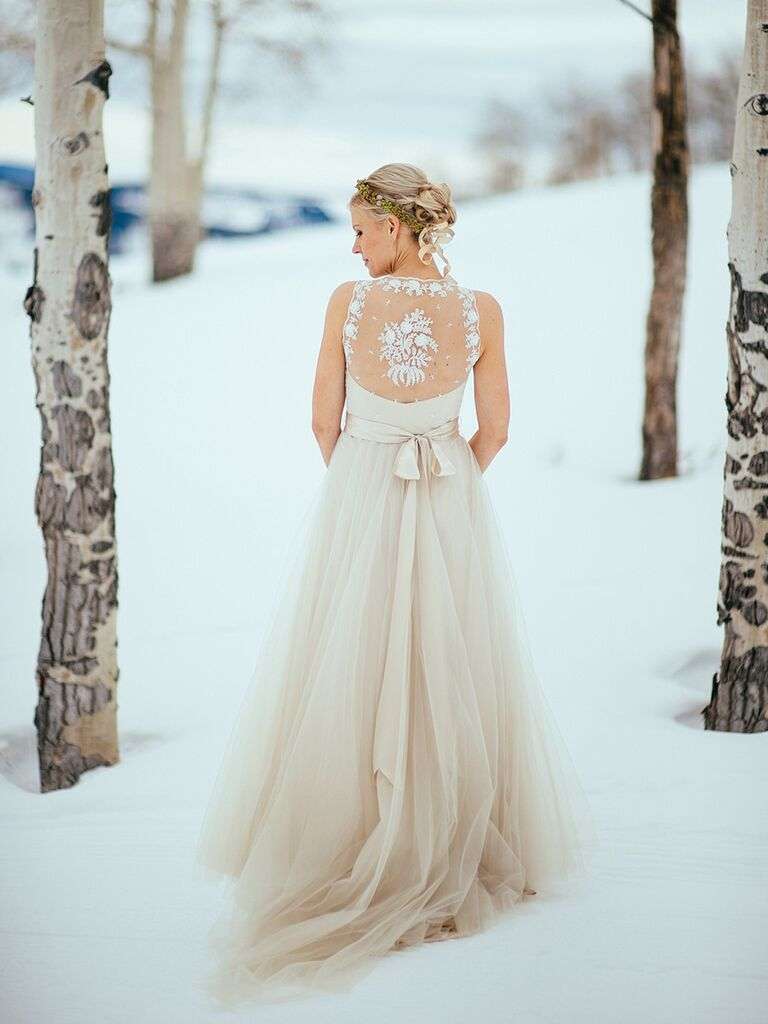 Sleeveless wedding dress with tulle and lace details