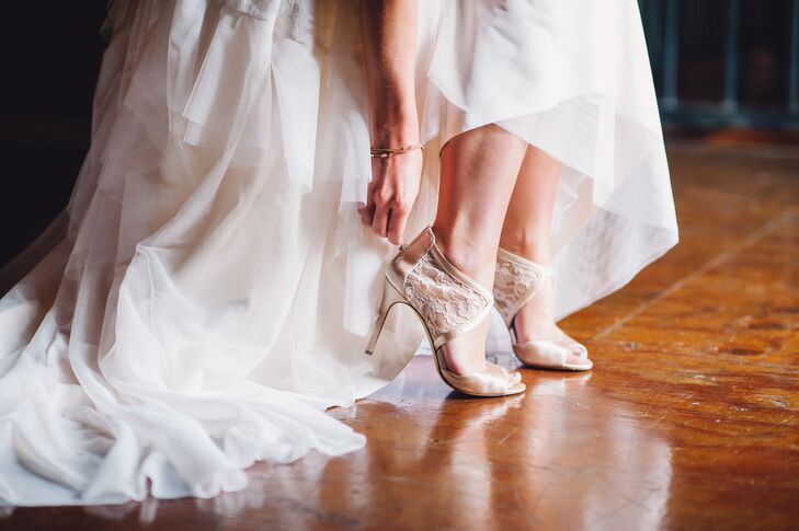 While the rest of Shelby's look had a bohemian style, she picked shoes that were more structured. Designed by Jessica Simpson, the peep-toe heels had lace detailing along the ankles and ivory satin lining.