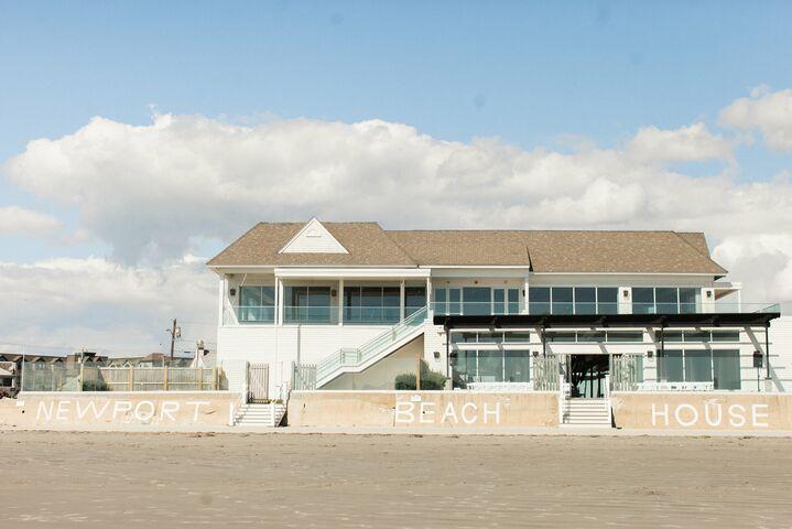 Newport beach house a longwood venue middletown ri for Beach house ri