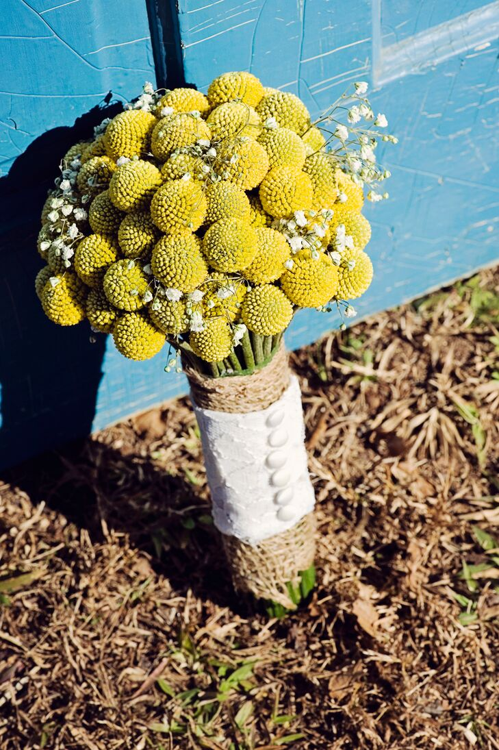 Billy ball bouquets with burlap wraps added a rustic vibe to the gray and yellow color palette.