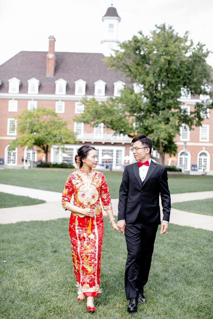 Liuqing and Yansong, students at the University of Illinois, chose to highlight their college's bucolic campus when it came time for the duo to tie th