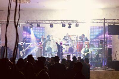 Estradas International Band