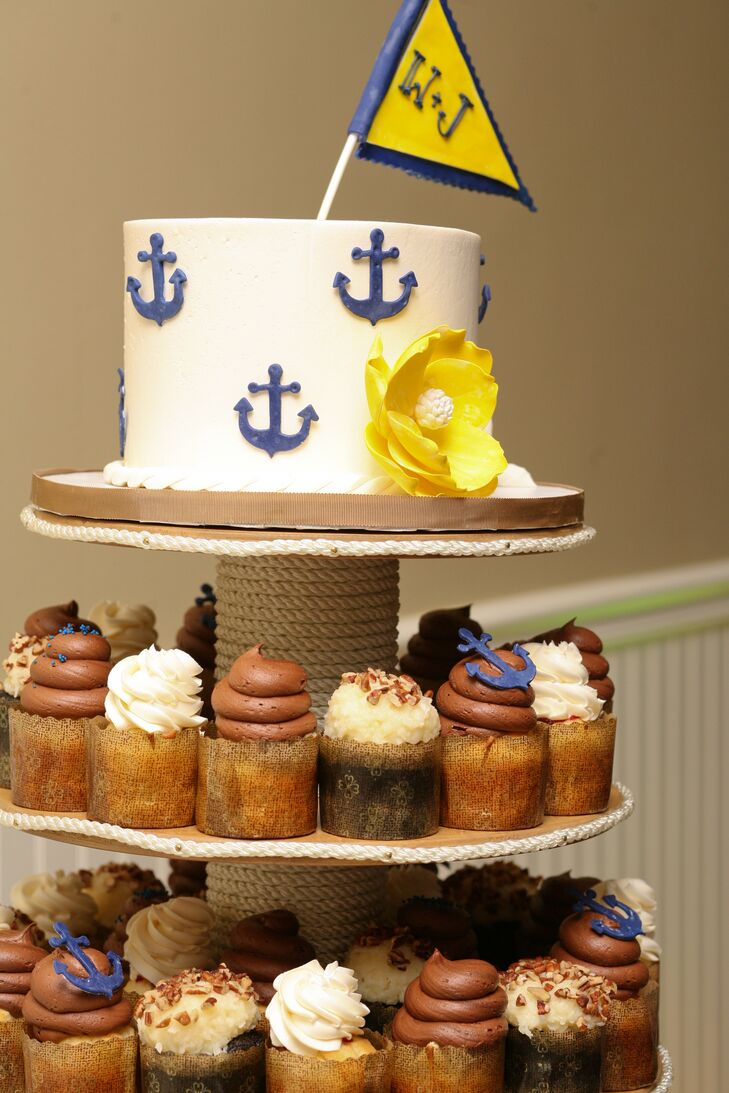 Small Nautical Wedding Cake With Cupcakes