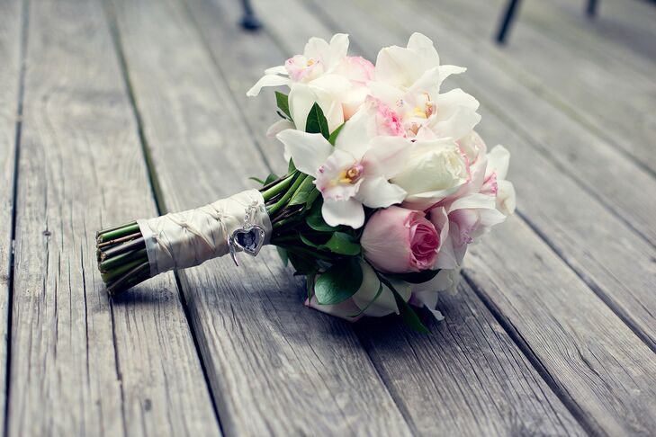 Natalie carried a bouquet with white lilies, white and pink orchids and white and pink roses.