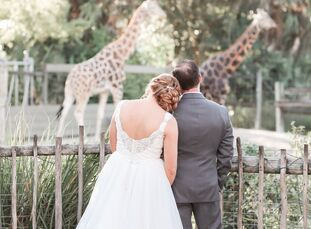 """Since they were tying the knot in Tampa, Florida, CasieRahe and Raymond Williams chose tropical décor for a natural feel. """"We love the outdoors and r"""