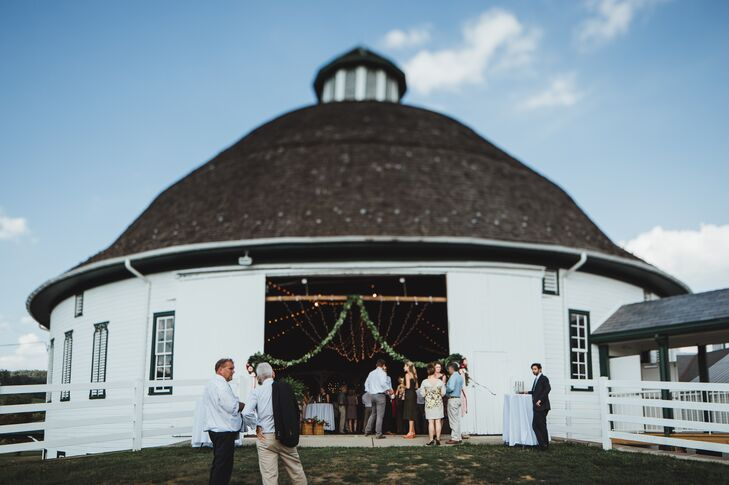 A Mexican-Inspired Barn Wedding at Round Barn and Farm ...
