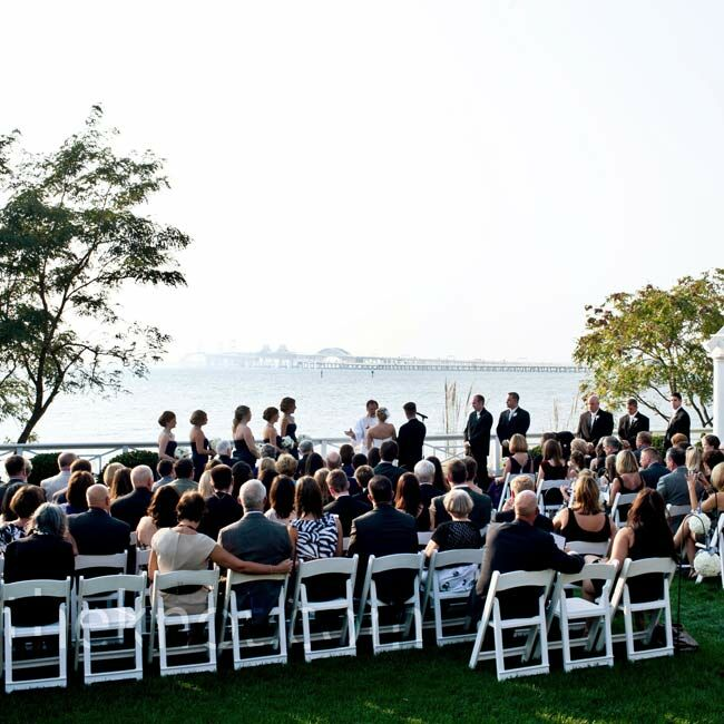 Lauren and Thomas exchanged vows in the sunken garden overlooking the Chesapeake Bay.