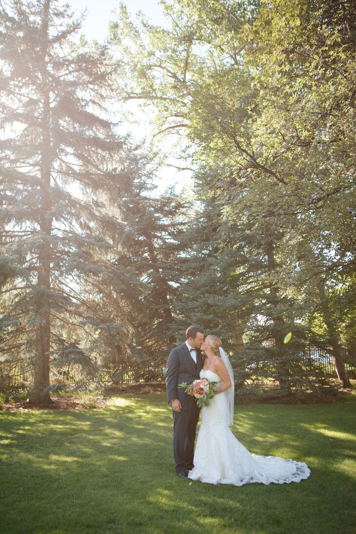 "Lindsay and Jonathan said their vows in an romantic outdoor ceremony at Cottonwood Country Club in Holladay, Utah. ""Our goal was to bring elegance and romance to the outdoor setting,"" Lindsay says."