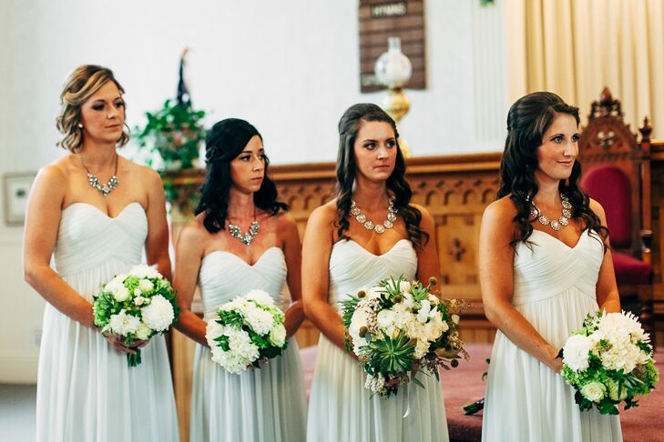 The bridesmaids wore mint Donna Morgan dresses with a sweetheart neckline.