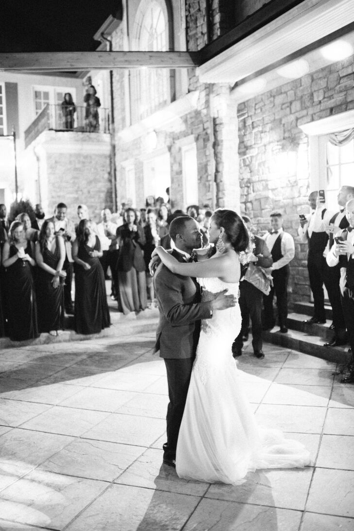 Glamorous Couple's First Dance at a Private Estate in Sedalia, Colorado