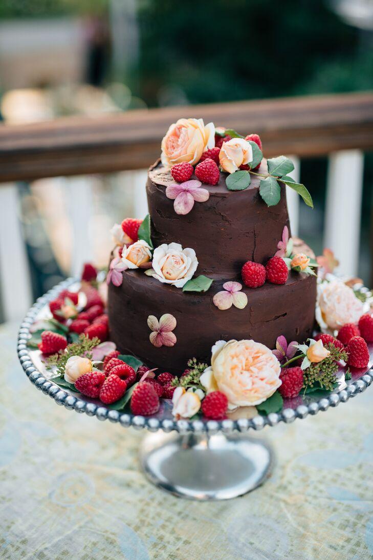 Summery Garden-Inspired Wedding Cake with Fresh Berries