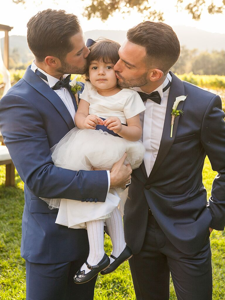 Wedding day photos pose idea, kissing the flower girl