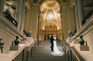 Couple on the stairs of the Museum of Fine Arts in Boston, Massachusetts