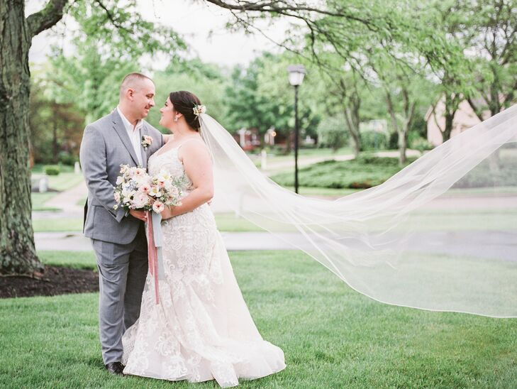 Bride and Groom Portraits at Wedding in Cincinnati, Ohio