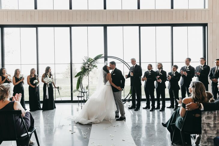 When high school sweethearts Sam Blood and Ben Christansen planned their nuptials, they focused on modern minimalism with a touch of romance. Everythi