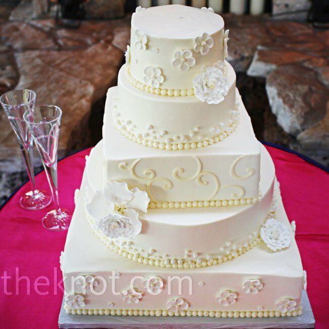 Alternating round and square buttercream tiers had an unexpected look.