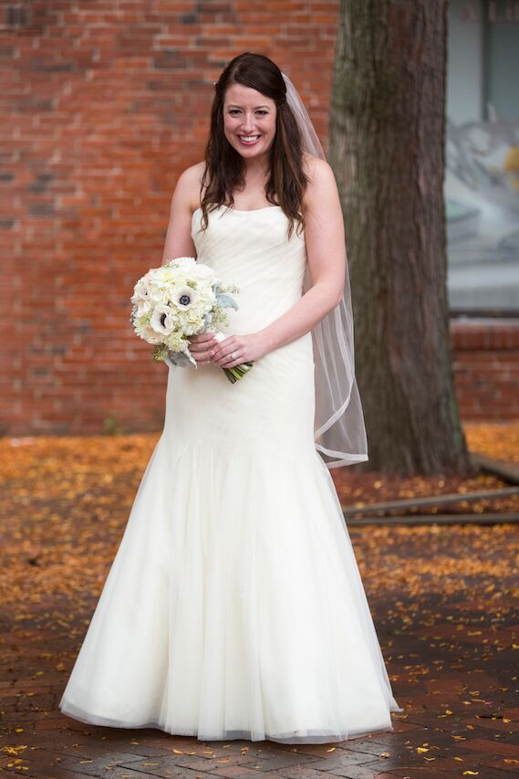 Steph donned a classic ivory Vera Wang gown, which she accessorized with a beaded hairpiece from Twigs & Ivy and a veil from Flair Boston. She says she loved the old Hollywood classic glamour of the gown.