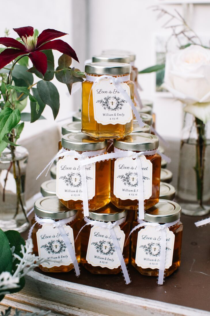 Emily's love for organic honey was passed on to guests as sweet favors.
