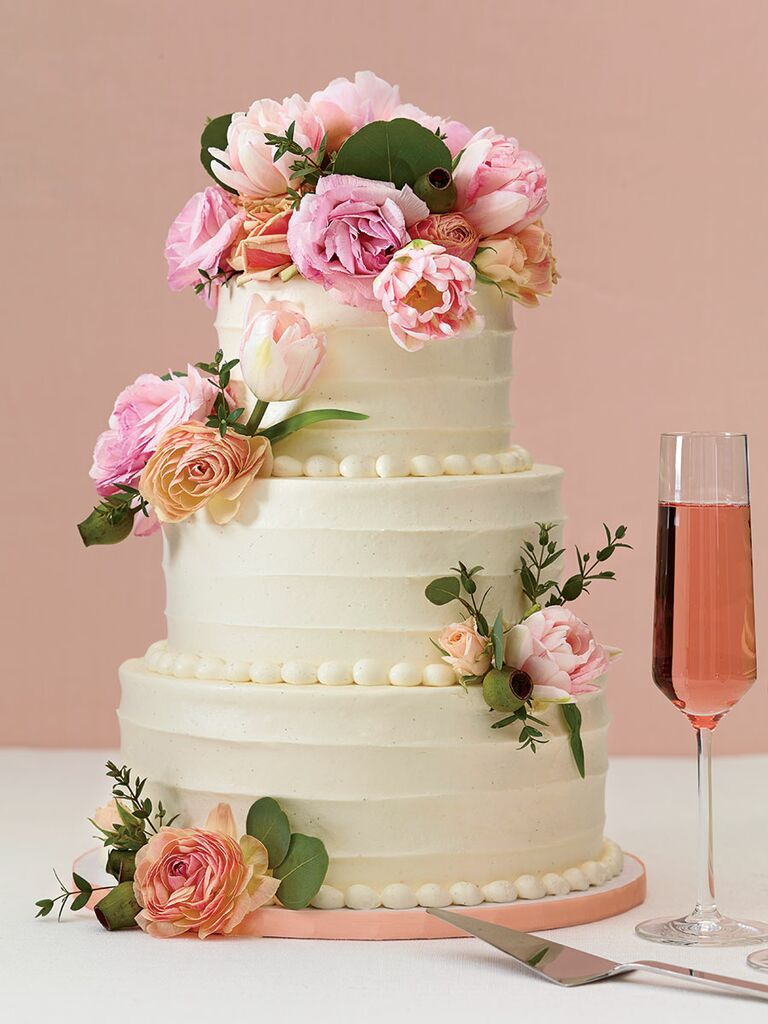 fresh flowers elegant wedding cake