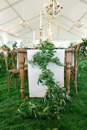 Leafy Green Garland Table Runner