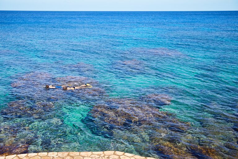 couple snorkeling best honeymoon destinations 2021