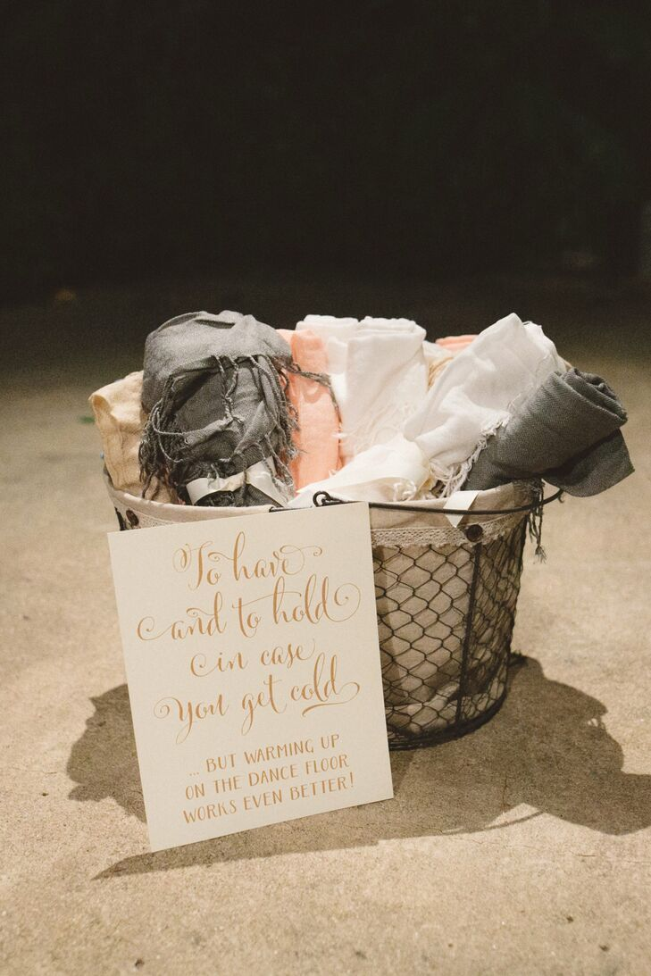 As the sun set and the temperature dropped, guests grabbed cozy rolled wraps stored in canvas-lined baskets.