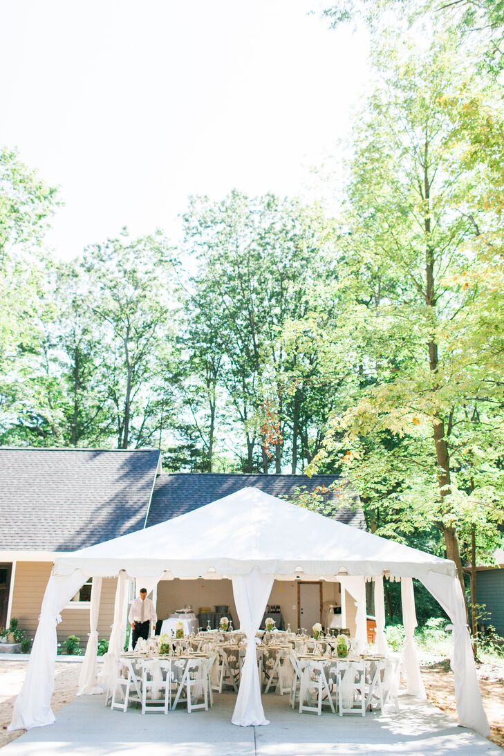 The reception took place at Madison's aunt and uncle's home under a white tent. Together with their 45 guests, the newlyweds enjoyed the fresh Michigan air during their meal.