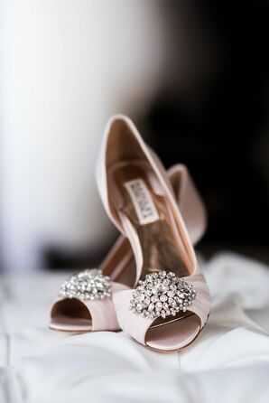 Badgley Mischka Champange Shoes With Crystals