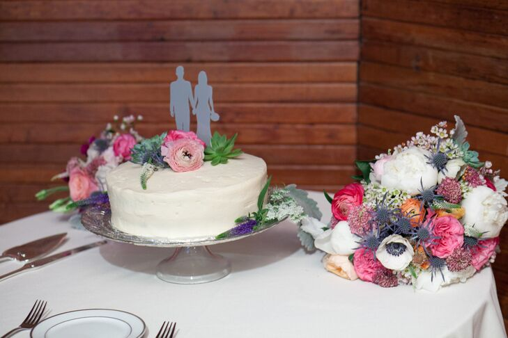 Single Layer Flower Decorated Cake