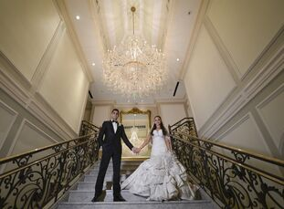 Madison and Barry exchanged vows just before sunset on the grounds of the Rockleigh underneath a grand marble structure. The couple chose a sophistica