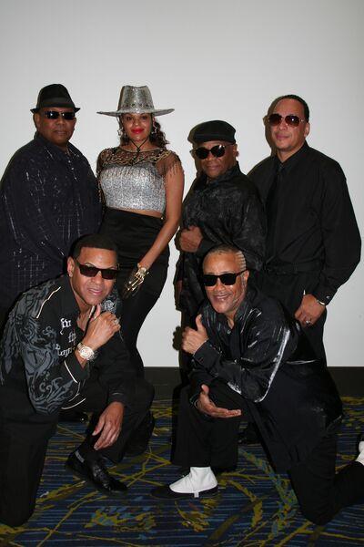 Final Mix Show Band