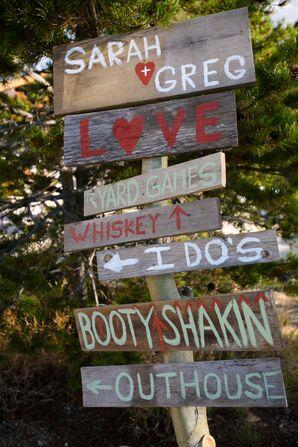 DIY Rustic Wood Direction Wedding Sign