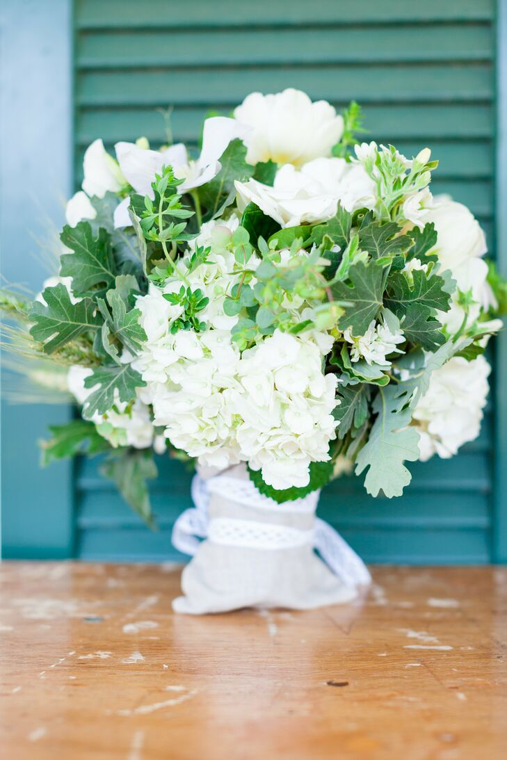 Lacey carried a lush bunch of white roses, hydrangeas and wild oak leaves.